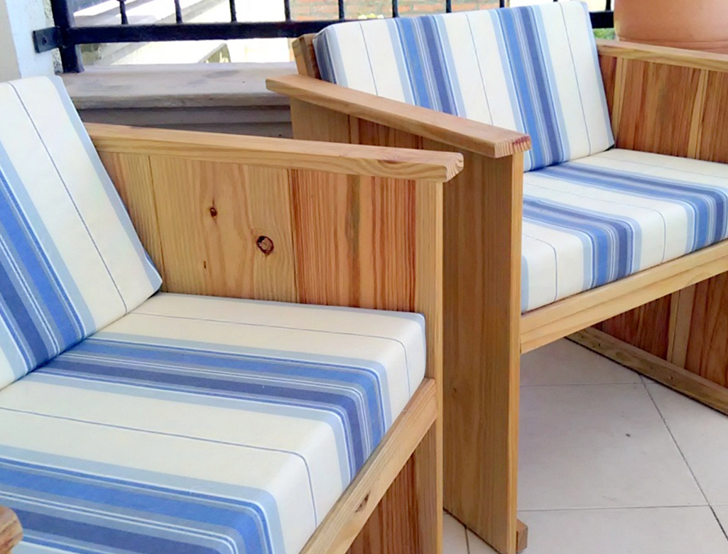Customized Modern Outdoor Furniture In Pitch Pine. The Pillows Are Made Of  Water And Dirt Repellent Material.